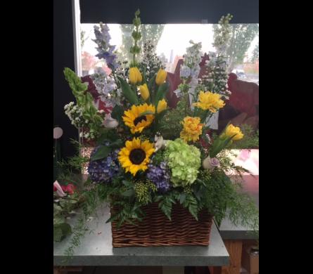 garden looking floral arrangement - English Garden Florist
